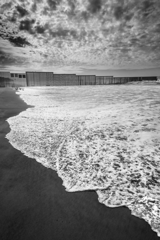 black and white beach view border wall